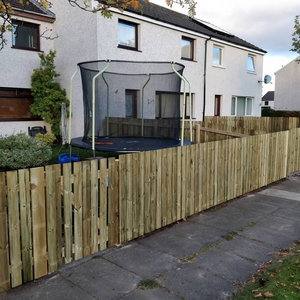 fence build inverness