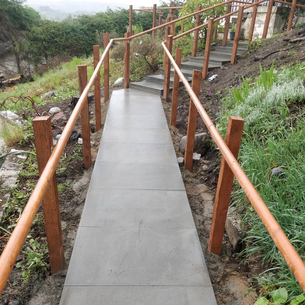 Paving slabs ramp with railing inverness